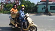 15-transport avec la guide Huong des vetements et dessert